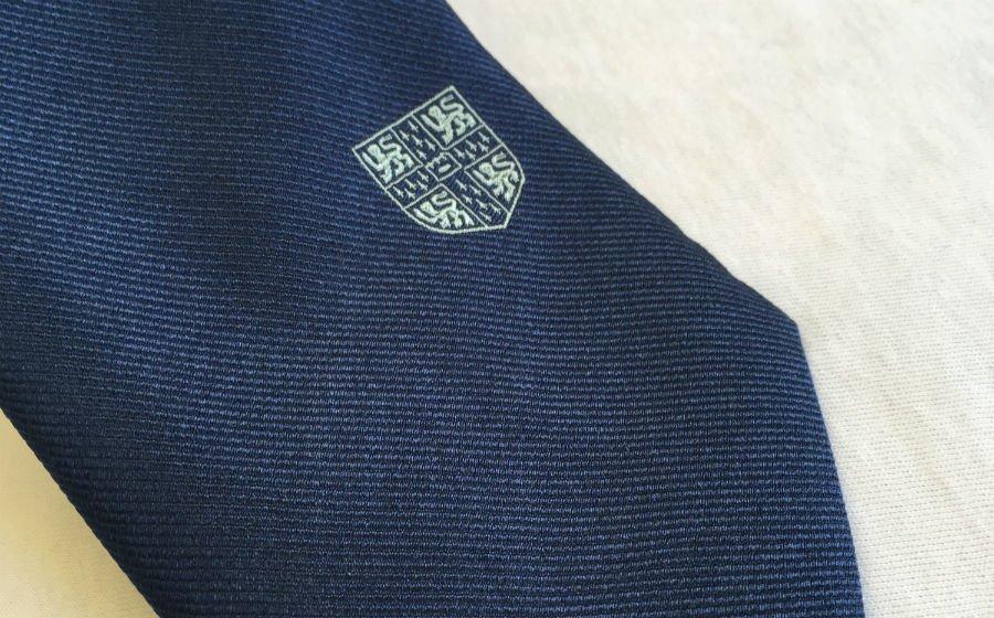 Alumni skinny silk tie - detail