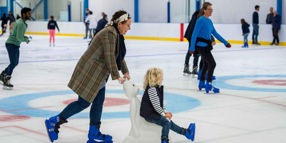 Public ice skating session