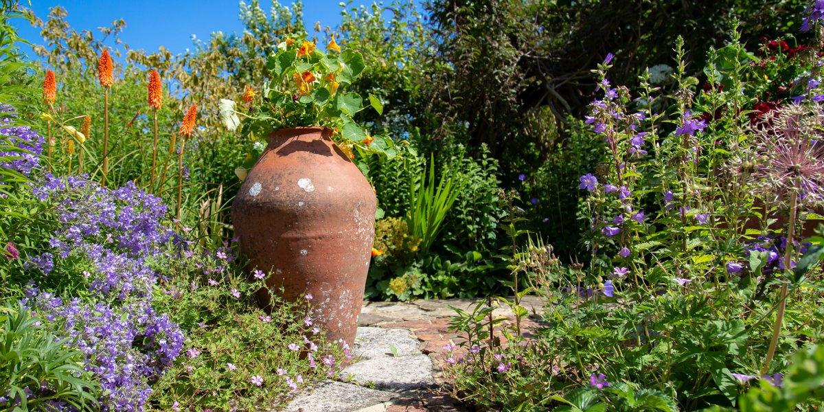 Tall pot and flowers at Botanic Gardens