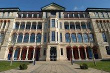 Front of Cambridge Judge Business School